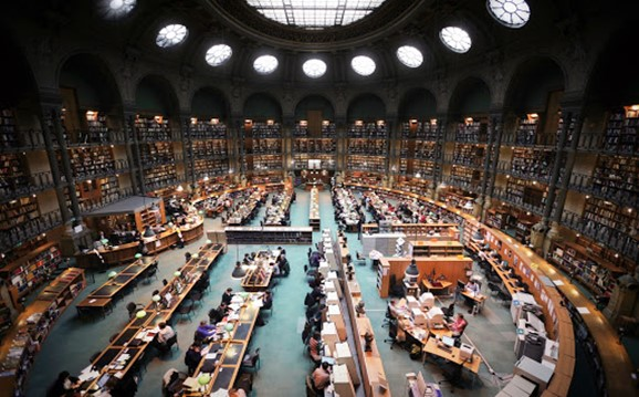 نمایی از کتابخانه بزرگ و بی نظیر دانشگاه هاروارد