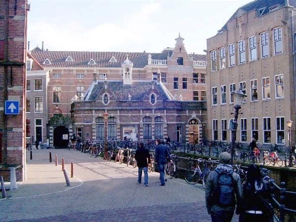 نمایی از دانشگاه آمستردام