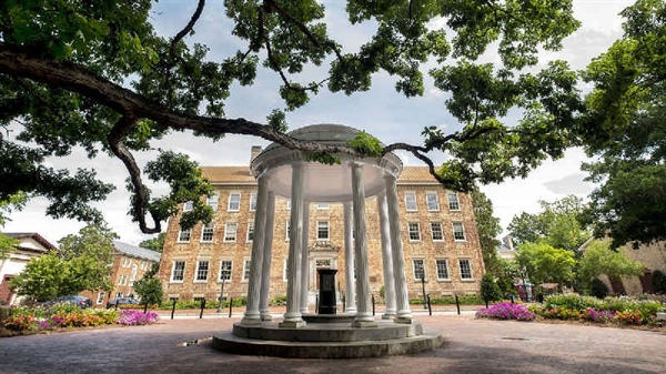 نمایی از دانشگاه کارولینای شمالی در چپل هیل
