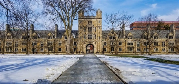تصویری از زمستان برفی در دانشگاه میشیگان آمریکا