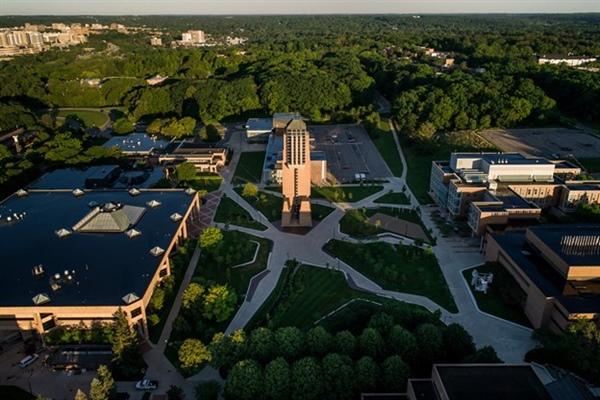 دانشگاه میشیگان دارای پردیس های مختلفی است.